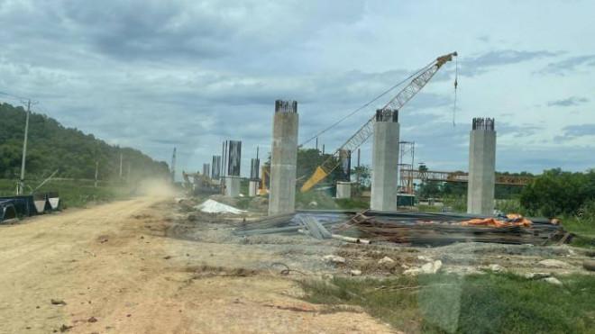 Toàn cảnh đại công trường cao tốc Mai Sơn - QL45 giữa mùa COVID-19